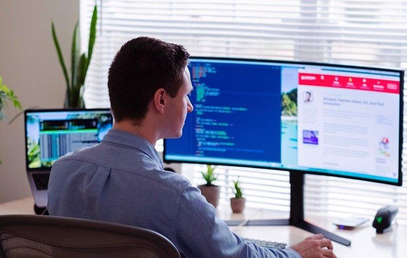 نگاه کردن طولانی مدت به کامپیوتر و موبایل مضر برای چشمها