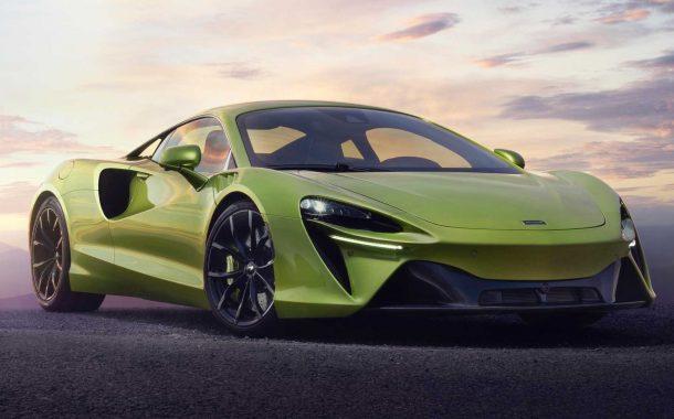 نمای جلویی خودروی سوپراسپرت مکلارن آرتورا 2022