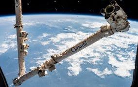 بازوی رباتیک کانادآرم2 ایستگاه فضایی بینالمللی