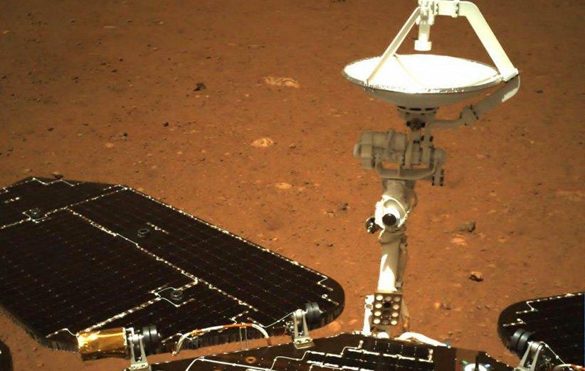 نخستین عکس رنگی مریخنورد ژورونگ چین بر سطح مریخ