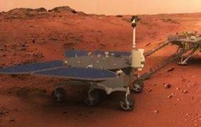 طرحی گرافیکی از گام گذاشتن مریخنورد ژورونگ بر سطح مریخ