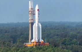 موشک لانگمارچ 5بی وای2 (Long March 5B Y2) در سکوی پرتاب پایگاه فضایی ونچانگ (Wenchang)