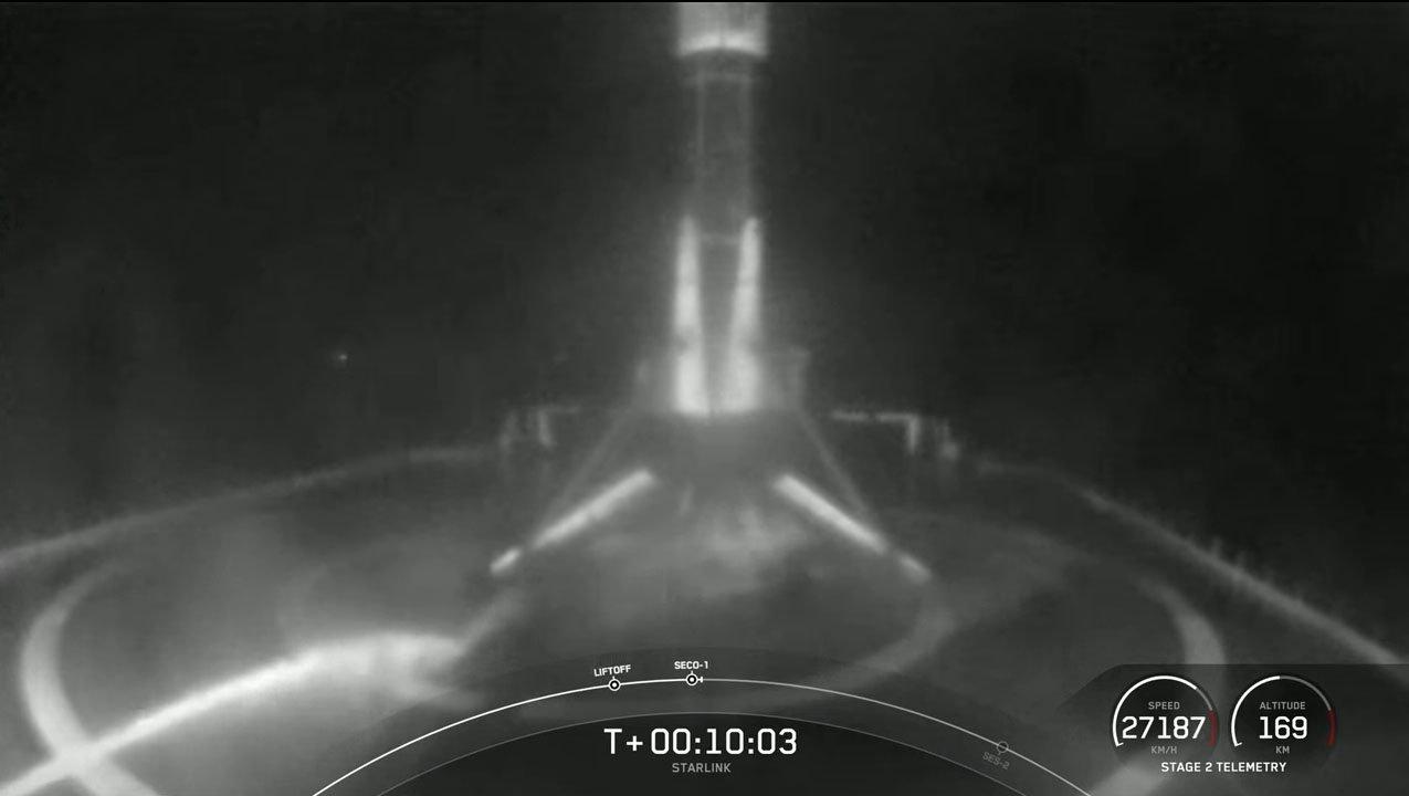 فرود موشک فالکون 9 بر روی سکو