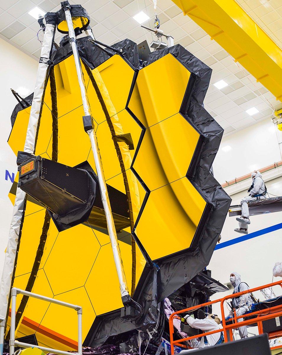 بازرسی بخشهای گوناگون آینهی تلسکوپ جیمز وب پس از باز شدن