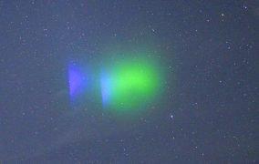 رنگ سبز و بنفش ابرهای بخار یونیزه شدهی باریم که توسط ناسا آزمایش شد.