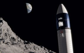 طرحی گرافیکی از فضاپیمای سرنشیندار استارشیپ اسپیسایکس بر روی ماه