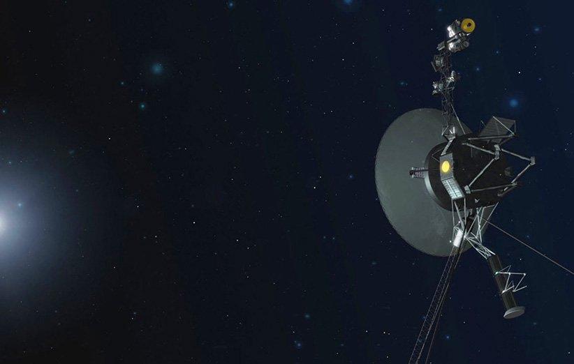 طرحی گرافیکی از کاوشگر وویجر 1 در فضا