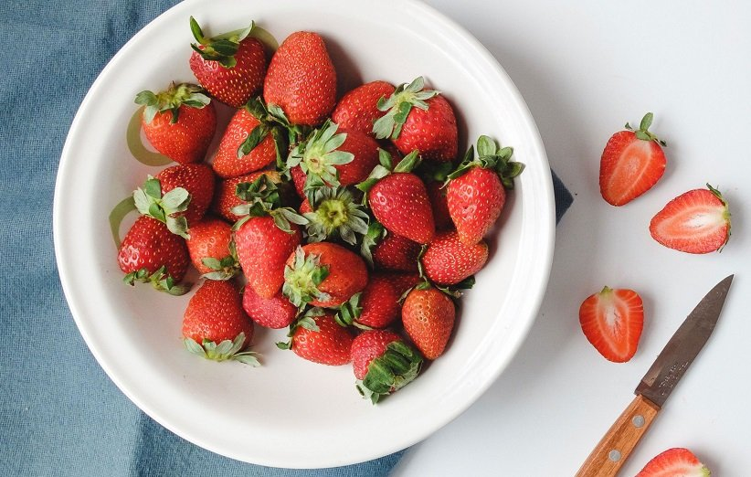 اسکراب لب با توتفرنگی