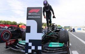 لوئیس همیلتون رانندهی مرسدس، برندهی گرندپری اسپانیا از فصل 2021 رقابتهای فرمول یک