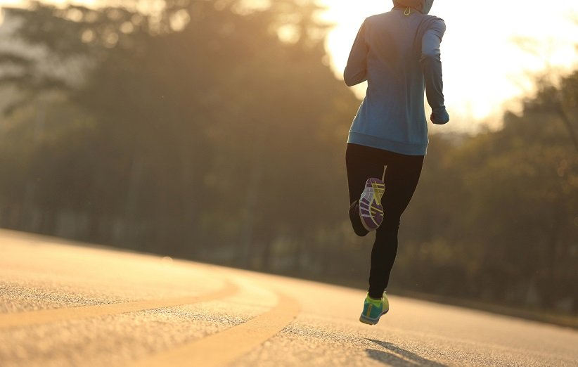 باور غلط دربارهی ورزش: دویدن با پای برهنه بهتر است.