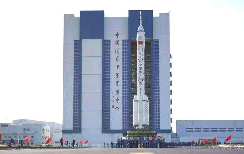 کپسول مأموریت شنژو 12 سوار بر موشک لانگ مارچ 2اف
