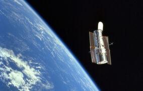 تلسکوپ فضایی هابل در مدار زمین
