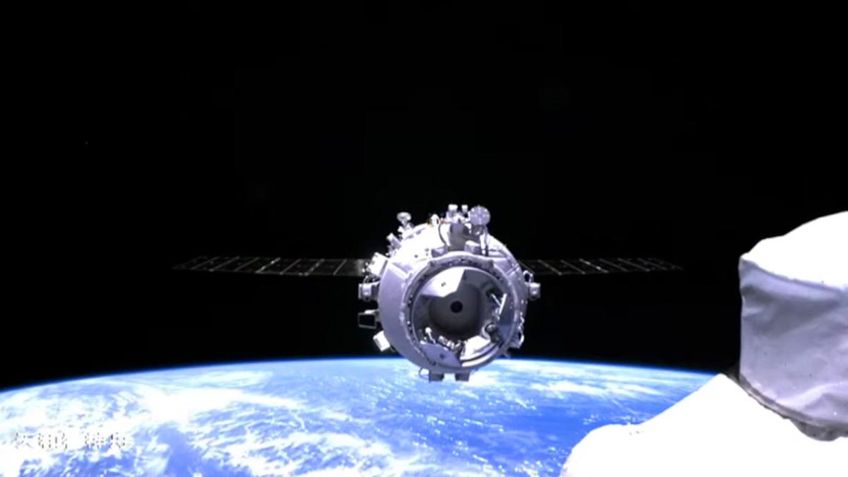 رسیدن کپسول سرنشیندار شنژو 12 چین به ایستگاه فضایی این کشور