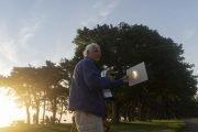گردهمایی مردم برای تماشای نخستین خورشیدگرفتگی 2021 در پارکی در هملین نیویورک