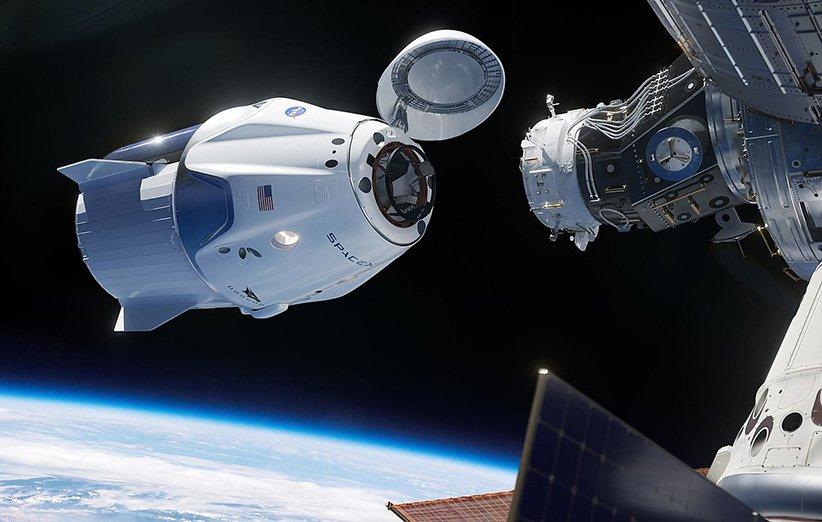 طرحی گرافیکی از پیوستن کپسول سرنشیندار دراگون اسپیسایکس به ماژول هارمونی ایستگاه فضایی بینالمللی