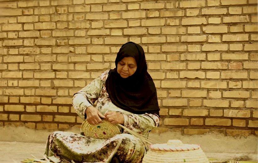حصیربافی خوزستان؛ هنری قدیمی که حالا از ظرفیتهای بازار آنلاین استفاده میکند