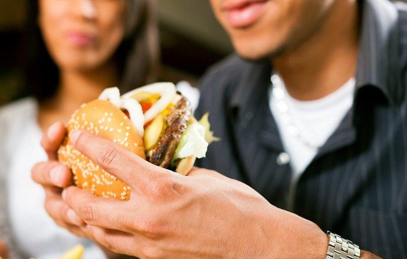 مواد غذایی که افراد مبتلا به کبد چرب نباید بخورند