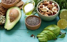 مواد غذایی مرطوبکننده برای درمان خشکی پوست
