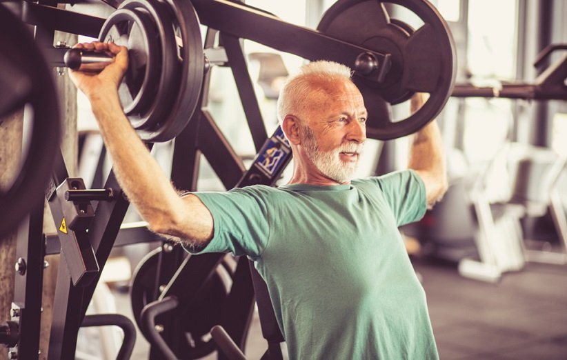 10 حرکت ورزشی نشسته برای افزایش قدرت و تحرک سالمندان