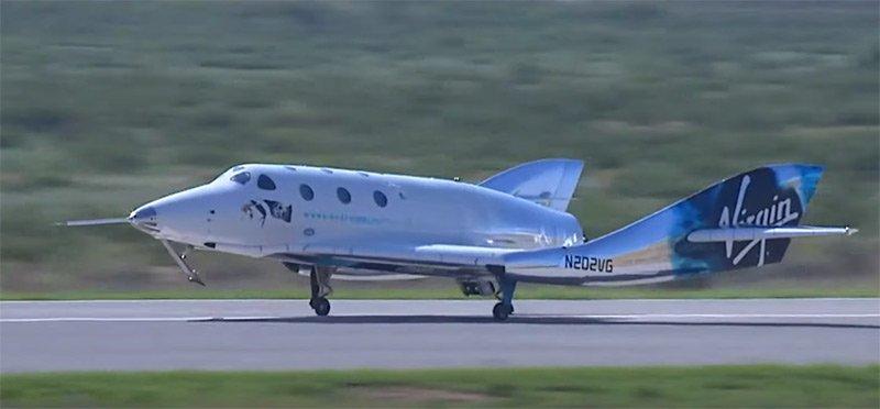 فرود موفق فضاپیمای اسپیسشیپ ویاساس یونیتی بر روی باند