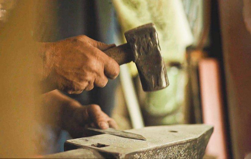پیکار با فراموشی؛ داستان موفقیت پیشه آهنگری در دنیای فروش آنلاین