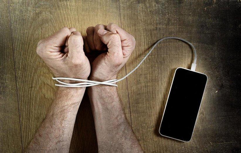 اعتیاد به شبکههای اجتماعی