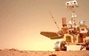 سلفی مریخنورد ژورونگ در مریخ