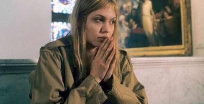 نمایی از آنجلینا جولی در فیلم دختر از هم گسیخته