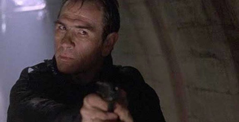 تامی لی جونز در فیلم فراری