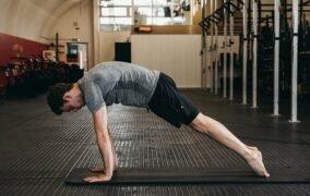 بهترین حرکات تمرینی برای تقویت ماهیچههای شکم