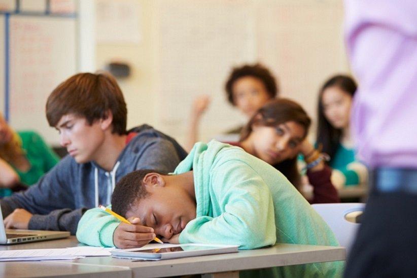 نوجوانان در مدرسه یا سایر مکانها به اندازهی کافی ورزش نمیکنند.