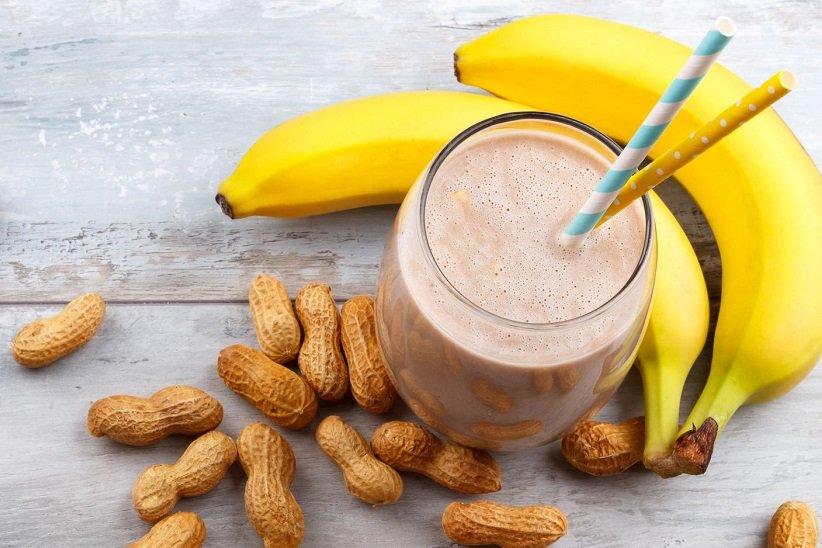 پیش از ورزش کردن در صبح، یک وعدهی غذایی سبک و سرشار از کربوهیدرات و پروتئین بخورید.