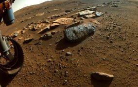 مریخنورد پشتکار با حفر دو سوراخ در تخته سنگ روشه مریخ، نمونههایی از آن را جمعآوری کرد.