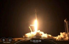 پرتاب موشک فالکون 9 طی مأموریت اینسپیریشن4