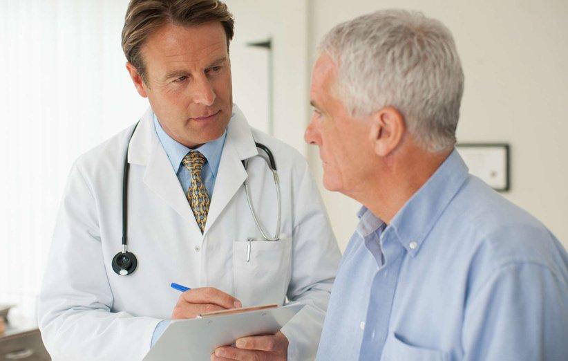 چه زمانی برای یافتن علت استفراغ به پزشک مراجعه کنیم