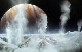 طرحی گرافیکی از یخفشانهای قمر اروپا