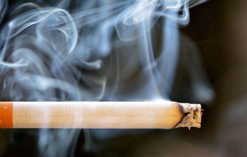 سیگار باعث لک شدن و پوسیدگی دندان میشود