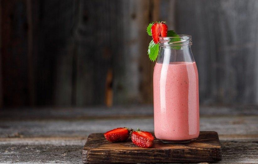 شیک پروتئین با شیر سویا و توتفرنگی